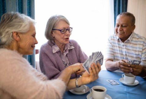 Comment faire le choix entre la résidence pour personnes âgées ou le maintien à domicile