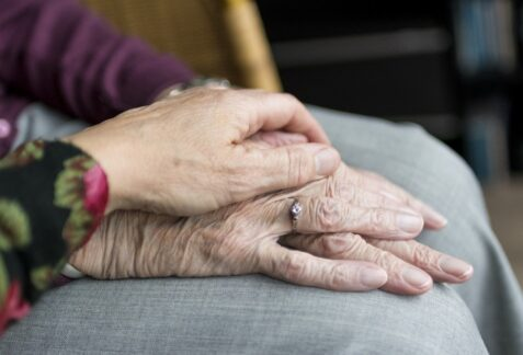 Comment bien préparer le déménagement des personnes âgées?