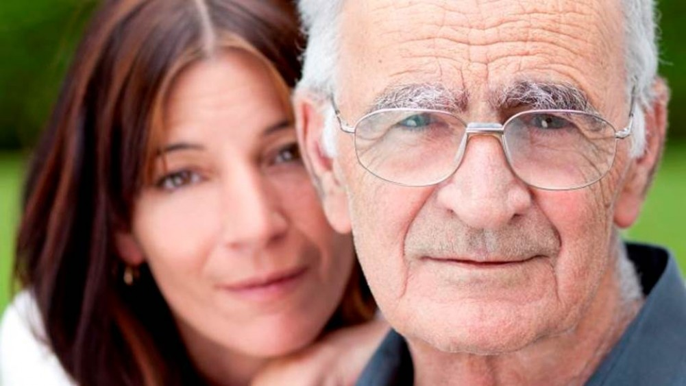 Alzheimer ou démence : Rester à la maison ou aller en résidence?