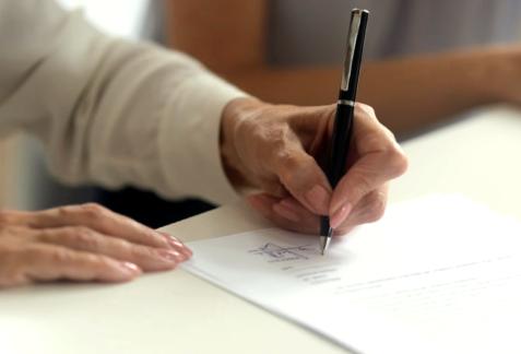 Signature du bail résidences personnes âgées
