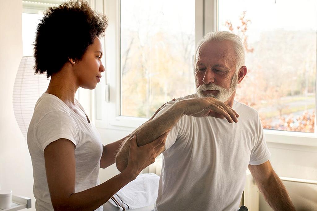soins postopératoires pour personnes âgées